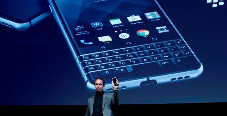 TCL несет мерцающее пламя BlackBerry с быстрым запуском нового устройства