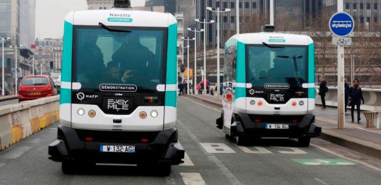 Игроки автопрома расходятся во временном масштабе для самоходных автомобилей