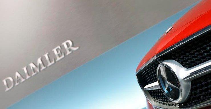 Финансовый представитель Daimler's заявил, что он возглавляет еще один рекордный год после подписания почти 1 млн новых договоров лизинга и финансирования