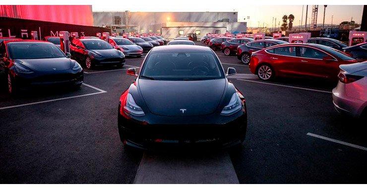 Tesla Inc набирает обороты на Уолл-стрит на новый седан Model 3, который будет стимулировать роскошный электрический автопроизводитель