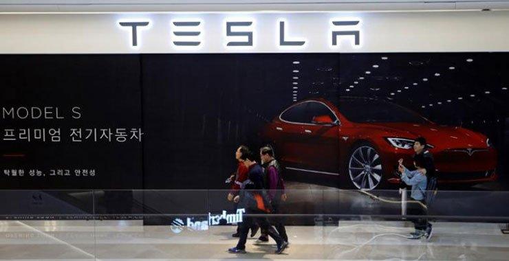 Тесла поставляет квартальный отчет о 25 000 автомобилей в первом квартале