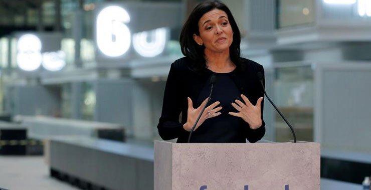 Facebook Sandberg призывает семью к политике в День матери
