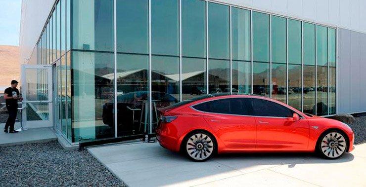 главный исполнительный директор Elon Musk объявил, что производство ее модели 3 массового производства начнется на этой неделе
