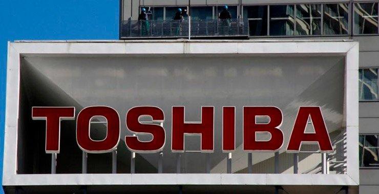 Акции Toshiba упали почти на пятую часть после акции Greenlight, поэтому она пытается перепродать свою чип-единицу