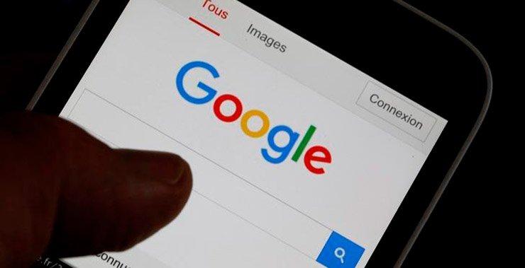 Google Alphabet Inc тестирует технологию публикации, которые медиа-компании могут использовать для создания историй,  похожую на Snapchat «Discover»