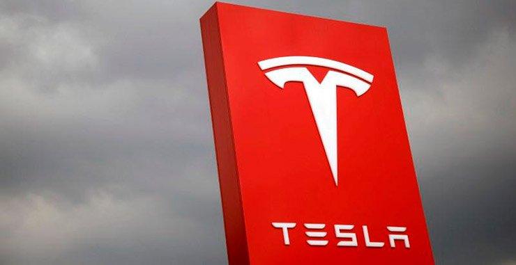 Tesla Inc планирует представить электрический крупногабаритный грузовик с рабочим диапазоном от 200 до 300 миль