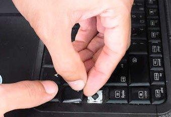 Повреждение контактов, кнопок или микросхемы клавиатуры